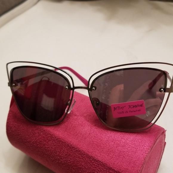 336677f152f Betsey Johnson NWT metallic cat eye sunglasses